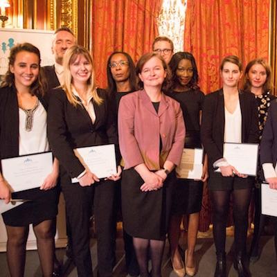 Photo de La Grande Famille, dans les colonnes de la Lettre des Juristes d'Affaires